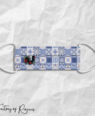 Mascarilla de diseño con azulejos y gallo