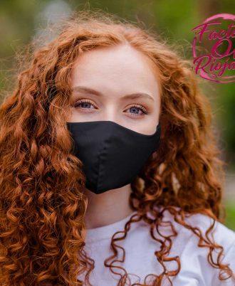 Mascarilla negra reutilizable para mujer