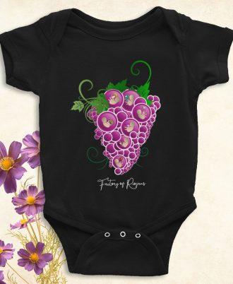 Ropa bebé con uvas moradas