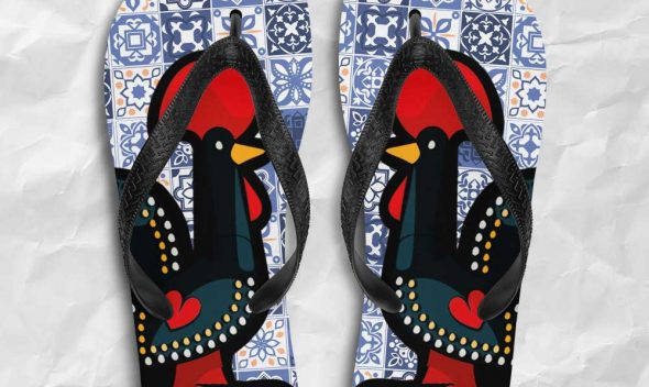 Chanclas originales con el gallo de Barcelos y azulejos de Portugal