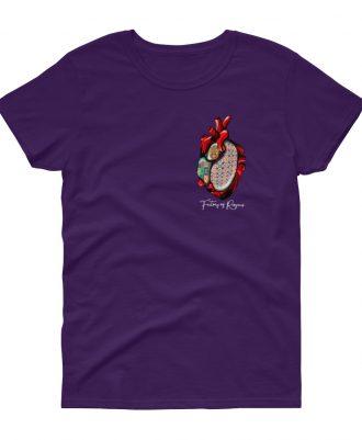 Camiseta morada con corazón de azulejos