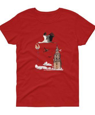 Camisetas roja con cigüeñas en la catedral